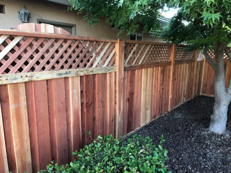Board on Board with lattie Redwood Fence - Sun City Lincoln Hills